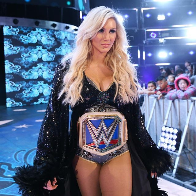 wwe #TheQueen is all focus heading into #WWEFastlane!    @charlottewwe #SDLive  2018/03/01 08:00:17