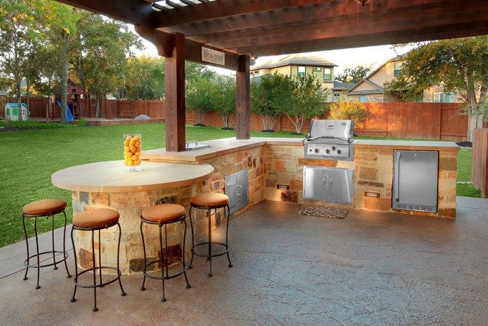 Outdoor kitchen areas around pools our outdoor living gallery outdoor home projects i want - Terrasses couvertes exterieures ...