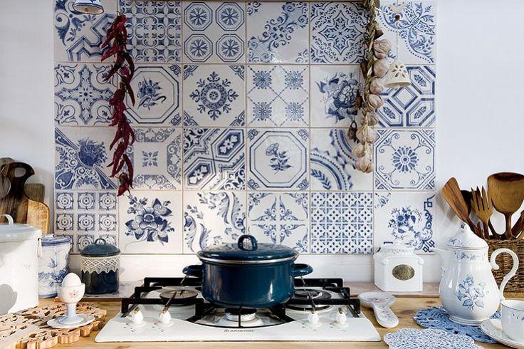 Tiled kitchen splash screen - a Polish house with Portuguese influences: