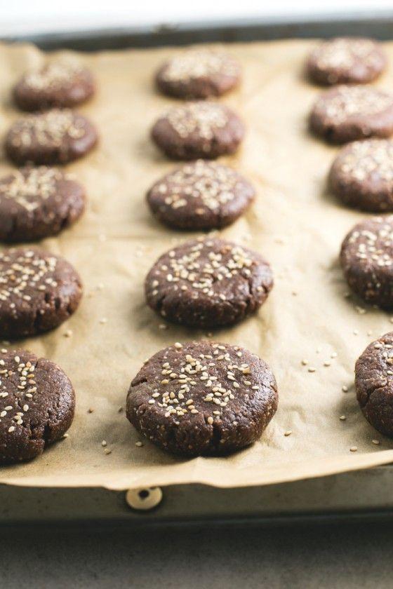 Polvorones de chocolate veganos y sin gluten paso a paso | Los polvorones son una receta típica de navidad y también se puede hacer una versión saludable, vegana y sin gluten. ¡Están incluso más ricos!