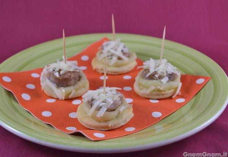 Scopri la ricetta di: Tartine con salsicce e patate
