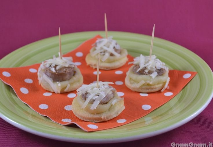 • Tartine con salsicce e patate - Ricetta Tartine con salsicce e patate