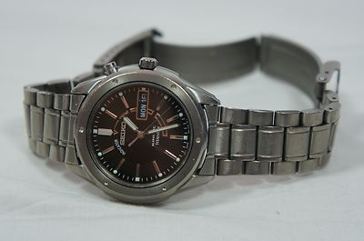My trusty Seiko Kinetic Full Titanium Sapphlex Crystal Mens Watch 5M63 Overhauled Refurbished.