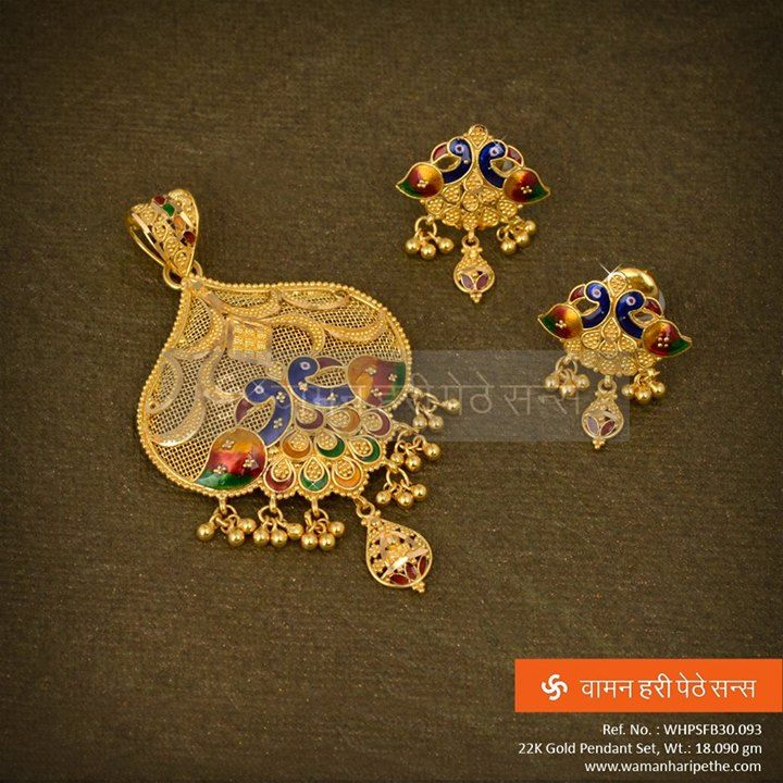 A #gold #pendantset with #art and unique finds in its #design for a perfect occasion.