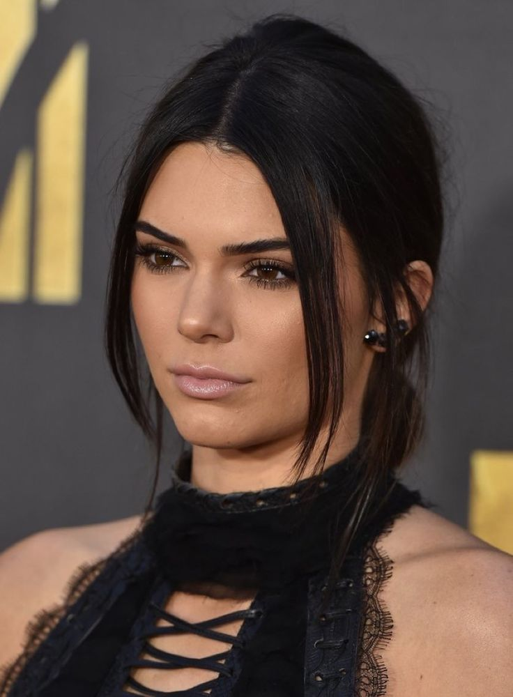 BURBANK, CA - APRIL 09:  Model Kendall Jenner arrives at the 2016 MTV Movie…