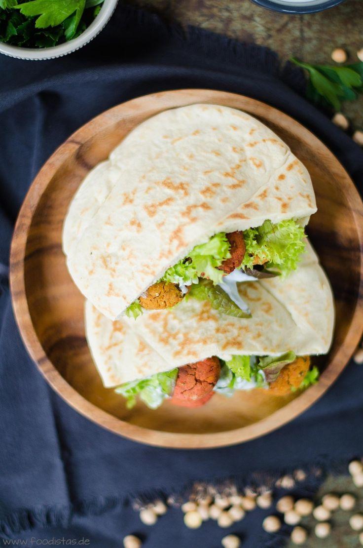 Zweierlei im Ofen gebackene Falafel und dazu eine feine Joghurt-Minz-Soße von den [Foodistas] - http://foodistas.de/