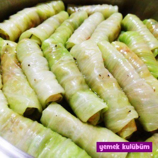Zeytinyağlı Lahana Sarma Tarifi nasıl yapılır? Resimli Zeytinyağlı Lahana Sarma Tarifi anlatımı için tıklayın. Farklı ev yapımı yemek tarifleri burada.