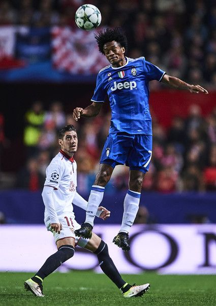 Juan Cuadrado of Juventus (R) competes for the ball with Sergio Escudero of Sevilla FC (L)  during the UEFA Champions League match between Sevilla FC and Juventus at Estadio Ramon Sanchez Pizjuan on November 22, 2016 in Seville, Spain.