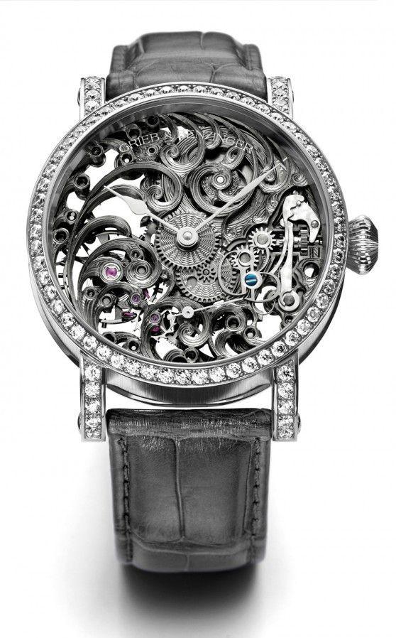 O Grieb & Benzinger Grey Tulip Imperial e Diamond, como o nome diz, tem diamantes em volta de todo o dial. Com esqueleto de tema floral, a peça também possui movimento com decoração guilloché feita à mão e pulseira em couro de crocodilo.