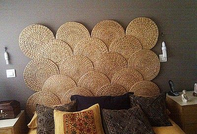 Un cabecero hecho con los manteles SOARE de Ikea.  A headboard made with the Ikea's SOARE tablecloths.