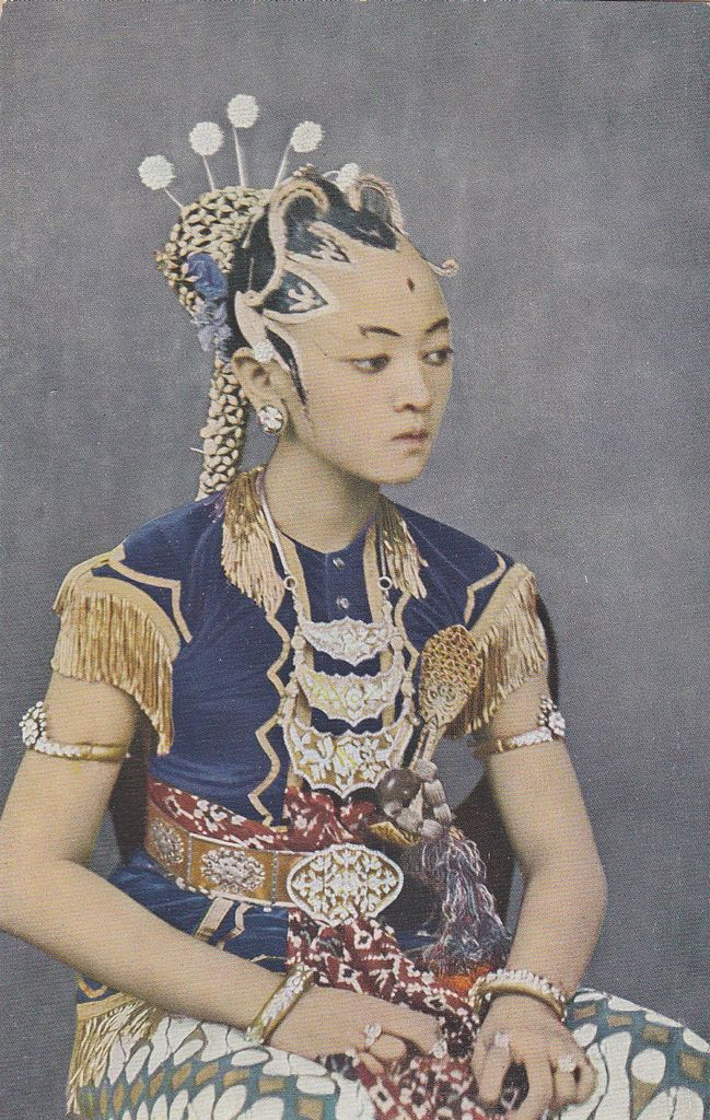 Yogyakarta, Head Dancer of the Sultan, 1919 | Scanned old postcard