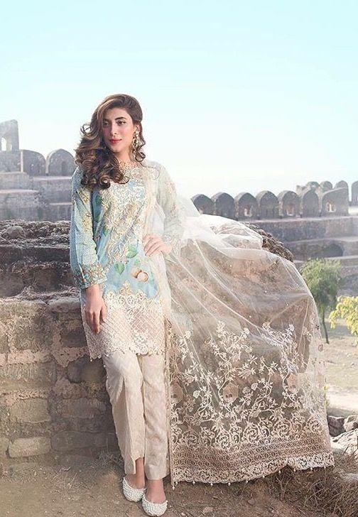 Pakistani casual wear modeled by Urwa ❤