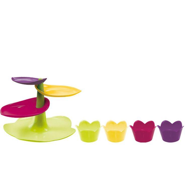 Sweet Cake Stand & Cups di Zack!designer è un set in melanina colorata composto di alzata per cup cake o pasticcini e mini ciotole. Misura alzata diametro 29 x H 19 cm, ciotole diametro 8 cm