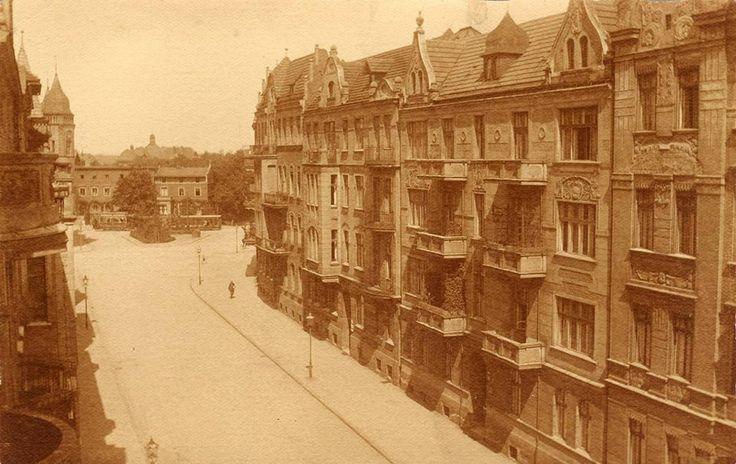 """1909-1915 Ulica Bujwida - widok na północ. W tle skrzyżowanie z ul. Grunwaldzką i H. Sienkiewicza. Z prawej strony stoją teraz akademiki """"Kredka"""" i """"Ołówek"""