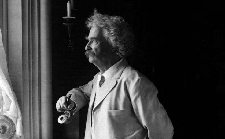 """""""Aléjate de la gente que trata de empequeñecer tus ambiciones. La gente pequeña siempre hace eso, pero la gente realmente grande, te hace sentir que tú también puedes ser grande""""  Mark Twain"""