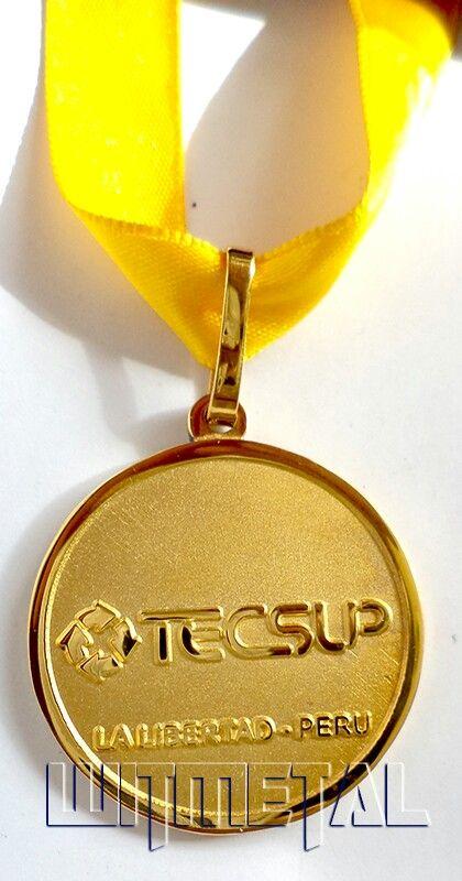 Incentiva al personal de tu empresa entregando #medallas y #trofeos por su puntualidad, compromiso, entrega, lealtad, productividad, etc...