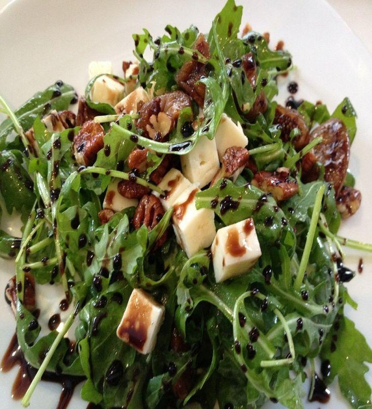 Σαλάτα με ρόκα, μανιτάρια και τυρί Taleggio