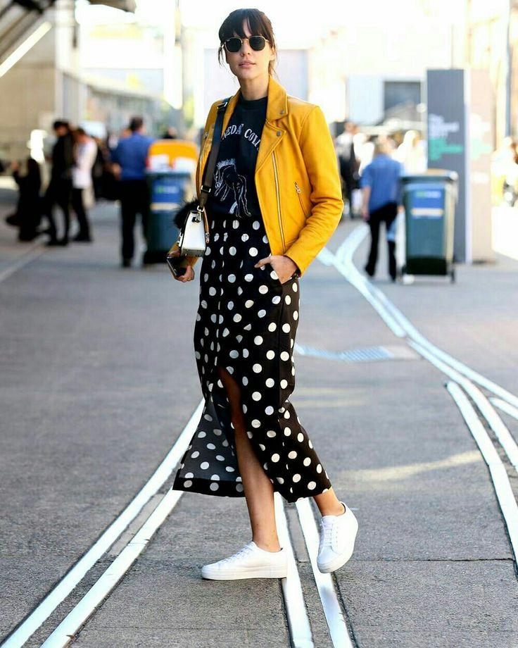 Saia midi de bolinhas + jaqueta amarela  @whowhatwear. au