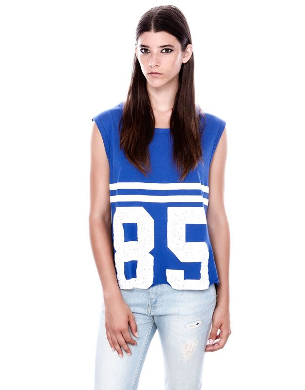 NUMBER PRINT TOP WITH CUT-OFF HEM EFFECT - T-SHIRTS AND TOPS - WOMAN - PULL&BEAR Portugal