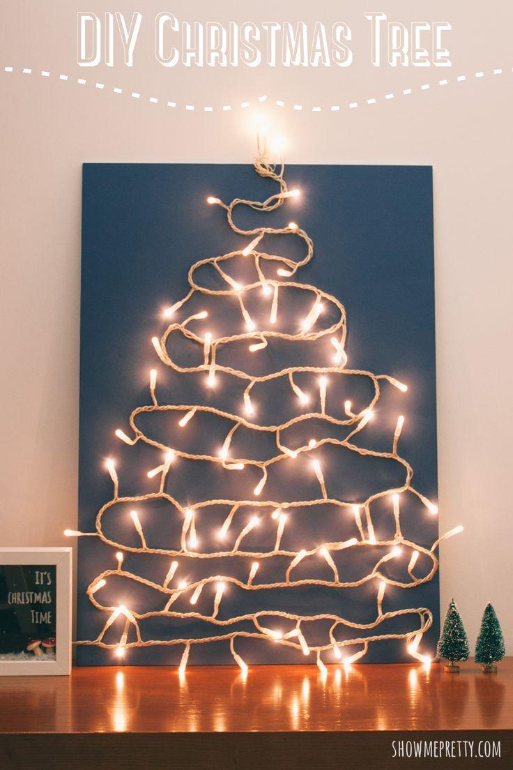 """Finalmente, temos árvore de Natal! Como a casa não é grande e o Natal não é passado aqui, a """"verdadeira"""" árvore é feita na casa do Alentejo. Mas como o que eu gosto mesmo nas decorações natalícias (já o partilhei aqui antes) são as luzes, a casa de Lisboa tem sempre direito a uma árvore …"""