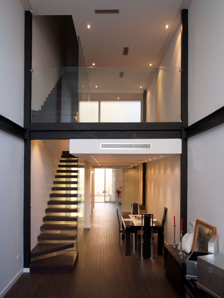 Doble altura en vivienda unifamiliar 3M de tres metros de ancho.