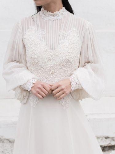 ヴィンテージウェディングドレス、アンティークウェディングのドレスを販売。50年から219年代、ビクトリア朝ドレス、アンティークドレス、結婚式や披露宴、二次会やフォトウェディングのドレスとしてご利用下さい。