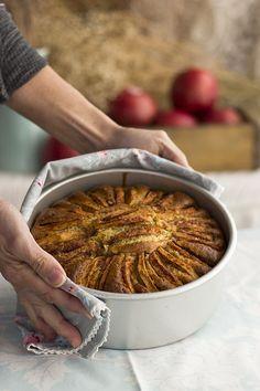 Si quieres subir un nivel tu tradicional bizcocho de manzana, tienes que hacer este delicioso Pastel de Manzana y Almendras porque es delicioso y lo más top