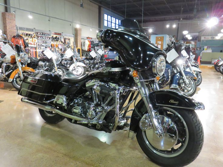 2003 H-D® FLHTCUI Ultra Classic® Electra Glide® - 100th Anniversary 88 cu in twin cam, air adjustable rear suspension, solo seat, street glide style mirrors, chrome instrument trim