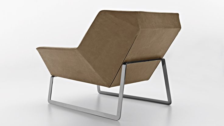 Tight is an armchair which has an essential modern line, typical of the language of origami, where forms and planes      alternate without a solution of continuity. With completely removal fabric or leather covers, there is a contrast        between ...