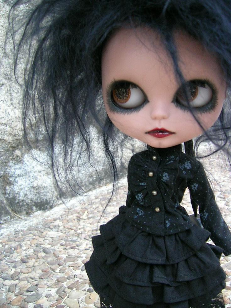 ❤: Blythe Photo, Gothic 18, Dolls Blythe, Gothic Dolls, Blythe Gothic, Goth Blythe, Art Dolls, Gothic Blythe Dolls, Dark Blythe