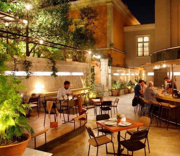 Καφές, φαγητό ή ποτό σε αυλή; Βρήκαμε τους ωραιότερους κήπους της πόλης για να απολαύσεις τον καιρό.