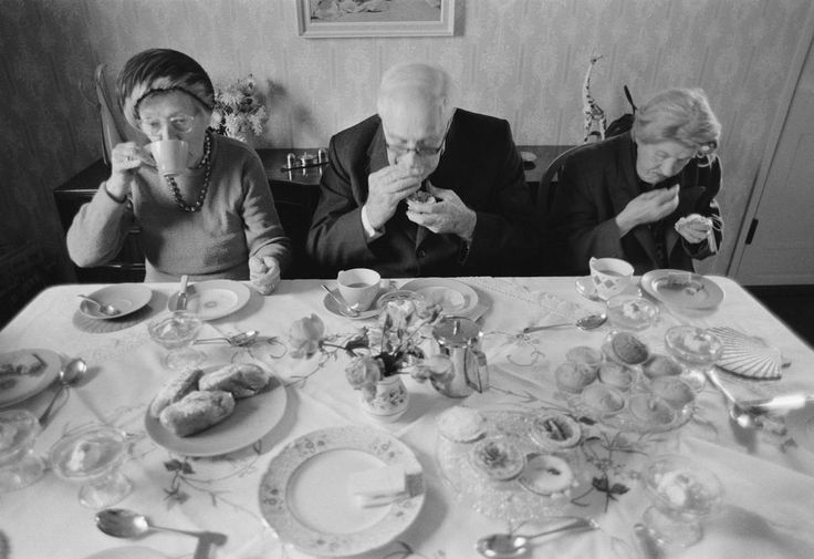 Chris Steele-Perkins. 1973. London. Pensioners' outing.
