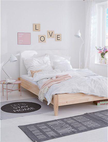 Schönes, massiv Holzbett in unterschiedlichen Breiten und wahlweise mit einem Polsterrückenteil. Einfaches Stecksystem.