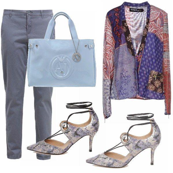 Borsa Armani Jeans e pantaloni comodi, tutto in azzurro serenity, colore pantone 2016 e giacca patchwork che ricorda lo stile gipsy. Le scarpe con tacco sottile e lacci alla caviglia, sono in pelle martellata effetto pitone.