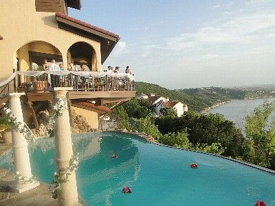 La Villa Vista in Lake Travis, Texas is perfect for anyone looking for a hill country venue overlooking the lake. #wedding #homeaway #austin