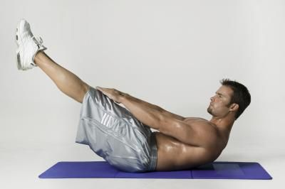 Como fazer exercícios abdominais inferiores | eHow Brasil