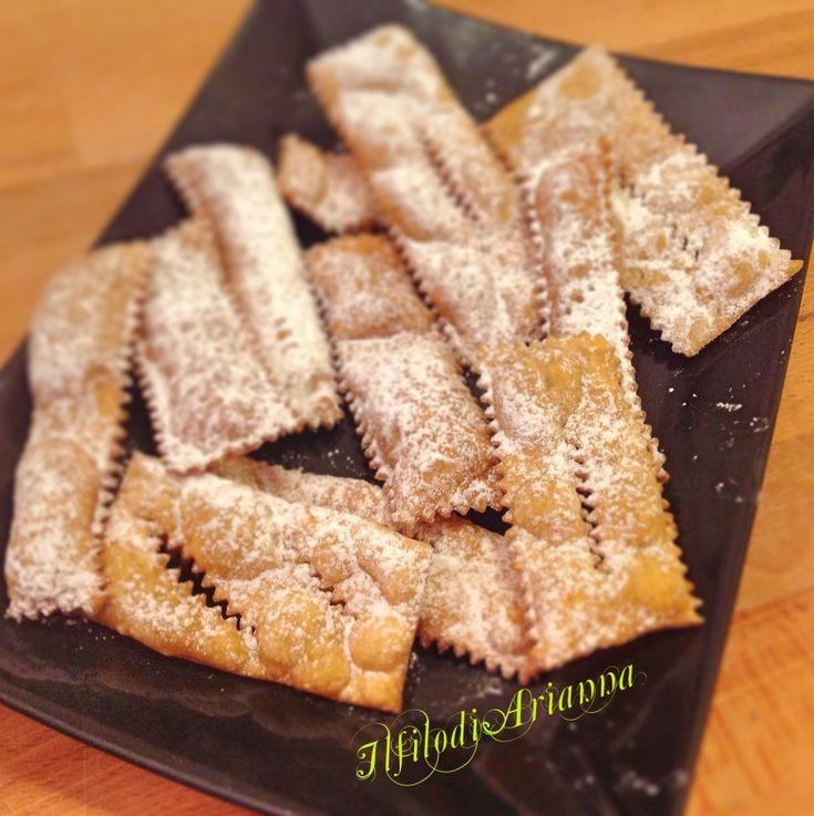 Le chiacchiere di carnevale senza glutine leggerissime sono buone ed adatte a coloro che devono mangiare senza glutine. e sono leggere e friabili.