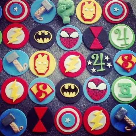 Vengadores y la Liga de la justicia Super Cupcake por CheekyCaker