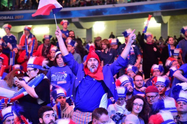 Ambiance des grands jours au stade Pierre Mauroy pour le quart de finale du mondial de handball ce mardi soir France Suède ! Photo Stéphane Mortagne #lavoixdunord #handball2017 #fraswe #allezlesbleus #villeneuvedascq #nordpasdecalais #npdc #npdcp #hautsdefrance