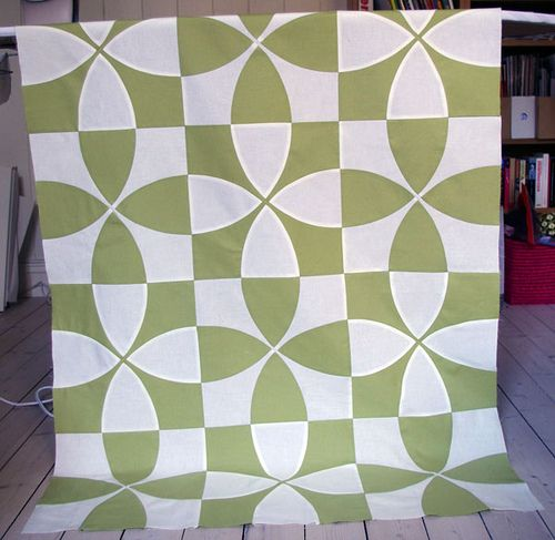 Circular Pieced Quilt by Mille Makes
