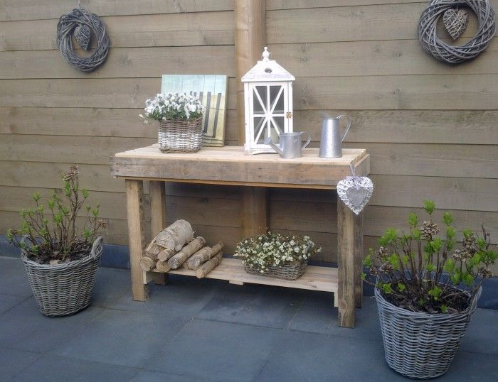 side-table van 2 pallets gemaakt.