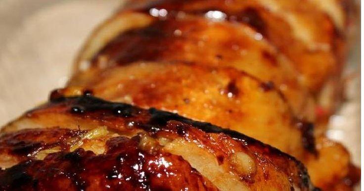 Fabulosa receta para Bondiola de cerdo al horno agridulce. Rica carne de cerdo al horno con ingredientes como la cerveza, la miel, que combinados le da un exquisito sabor agridulce.