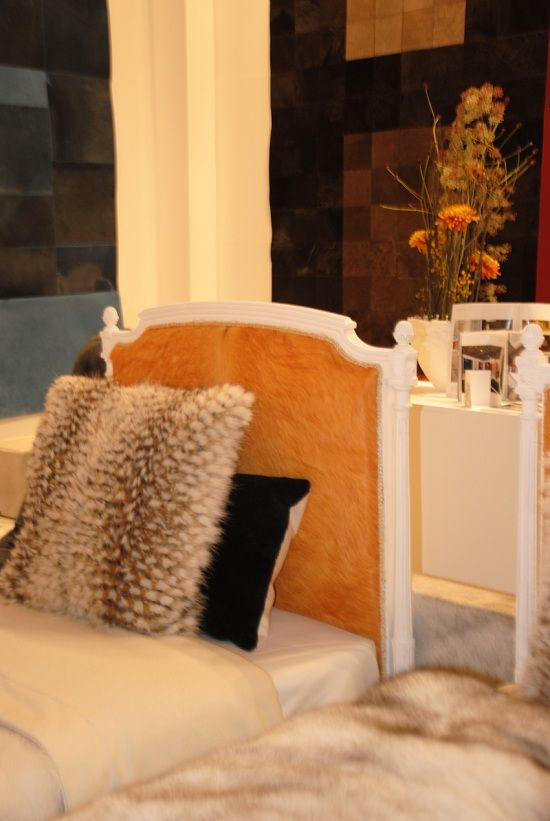 Les 25 meilleures idees de la categorie meubles en peau de for Tapis peau de vache avec canapé vert 2 places