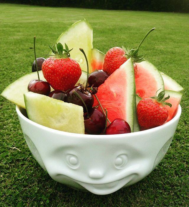 Ønsker dere alle en strålende sommerdag ☀️ fra oss på VillaB. Tassen skålene…