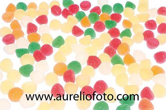 Las pastillas de goma (también denominadas gomitas en América o gominolas en España, aunque ninguno de estos términos se recoge en el DRAE con esta acepción) son caramelos masticables muy dulces, elaborados a partir de gelatinas procedentes de los huesos de animales u otros elementos a las que se les añaden edulcorantes, saborizantes y colorantes alimentarios. Llevan un acabado para que no se peguen entre sí, bien abrillantadas, bien con recubrimientos de azúcar o ácidos.