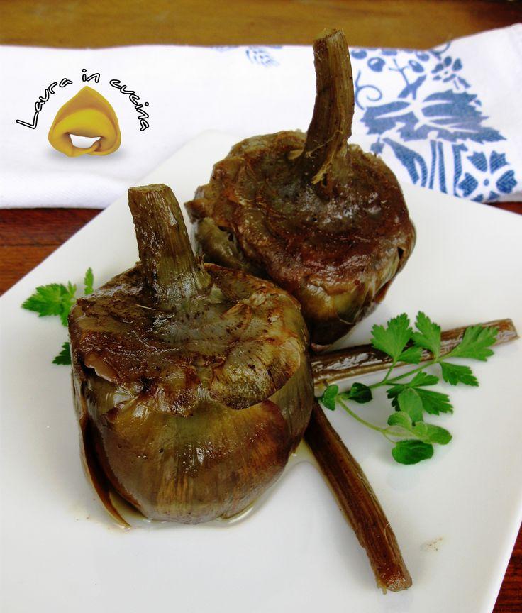 Oggi carciofi mammole in padella ,una semplice ma buonissima ricetta di stagione che faceva sempre mia mamma in questa stagione primaverile .