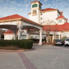 Dog friendly hotel in Charlotte, NC - La Quinta Inn & Suites Charlotte Airport South