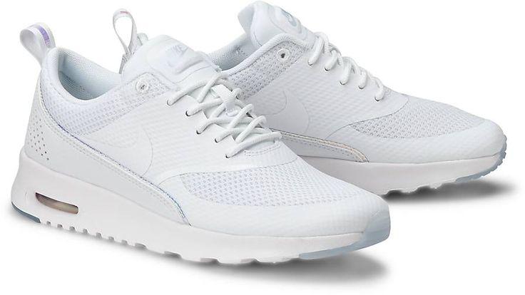 Ein Anwärter auf den perfekten Saison-Sneaker ist dieses Modell! Aus einem atmungsaktiven, dünnen Mesh in Weiß mit farbigen Details kommt er besonders lässig.
