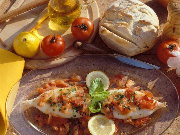 Tintenfischtuben in Tomatensauce