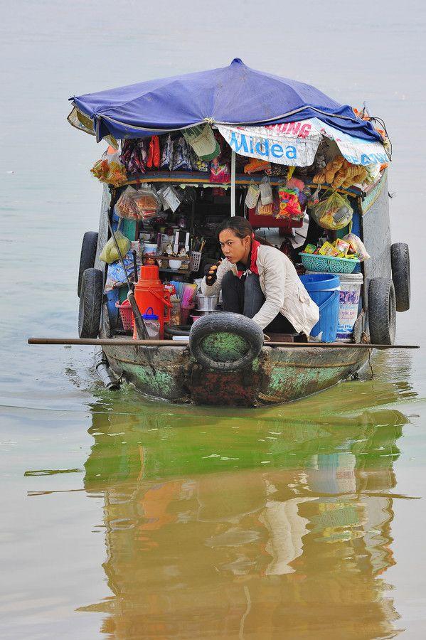 Floating Shop | Tonle Sap, Cambodia | Catherine Zasukhina